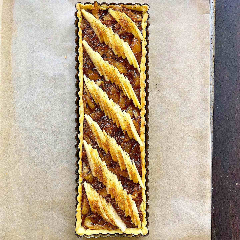Apple tart with almond