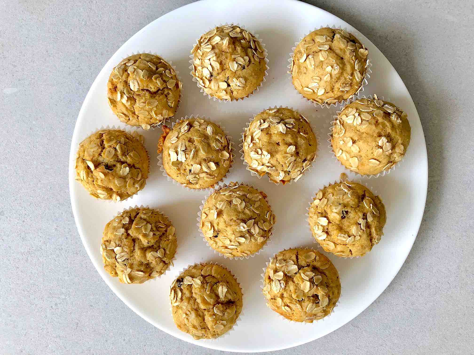 Oatmeal Muffins with apple and raisins